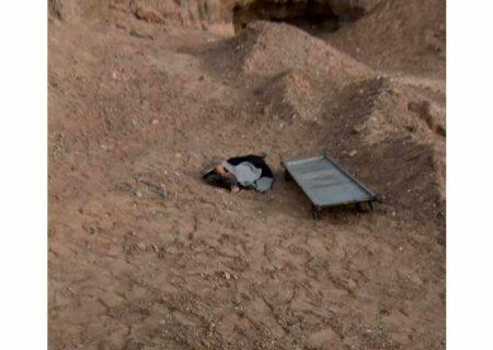 عکس جنازه کودکی که سگ ها دریدند / او در میبد تیکه پاره شد
