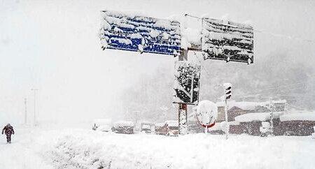 روستای خاتون آباد میانه زیر برف دفن شد! +فیلم