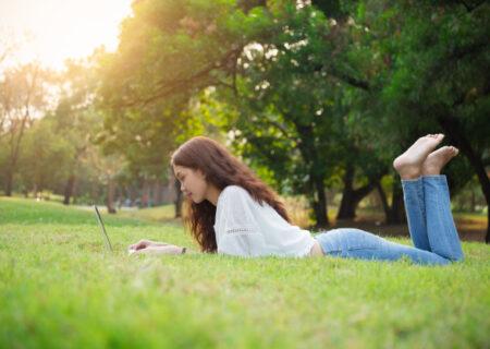 جوان ماندن؛ راهکار های عالی برای به تأخیر انداختن پیری در خانم ها