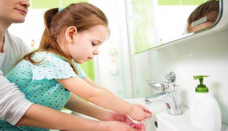 بهترین راه شستن دستان کودک