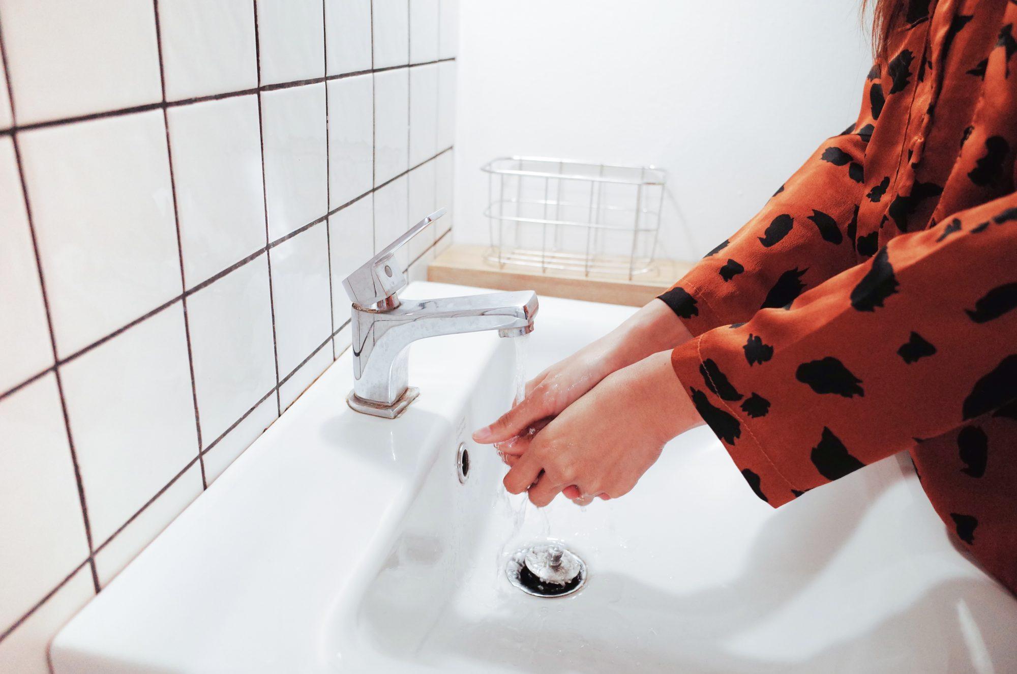 شستن زیاد دست ها: توصیه های متخصص برای افرادی که حساسیت پوستی دارند