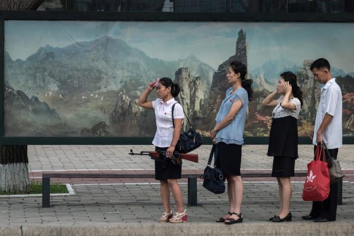 دختران جوان کره شمالی سعی دارند با تقلید از ترندهای خارجی در زمینه زیبایی و مد، و طی یک نوع جدید از نافرمانی مدنی، کیم جونگ اون را وادار به عقب نشینی کنند.