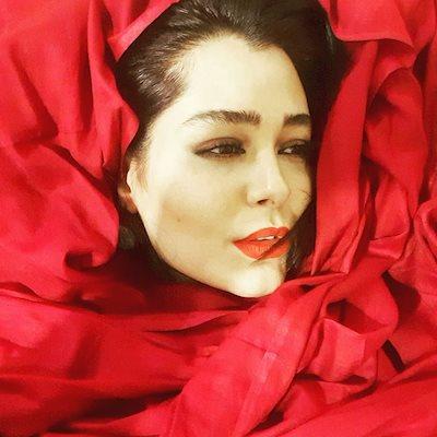 سانیا سالاری بازیگر جوان، لبریز از زندگی است