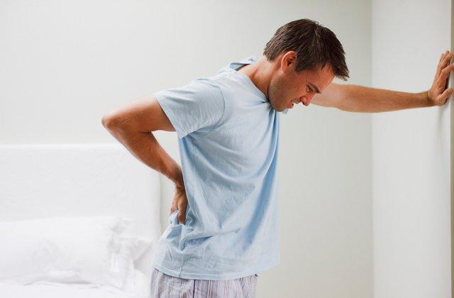 علت کمر درد می تواند ناشی از عفونت کلیه ها باشد