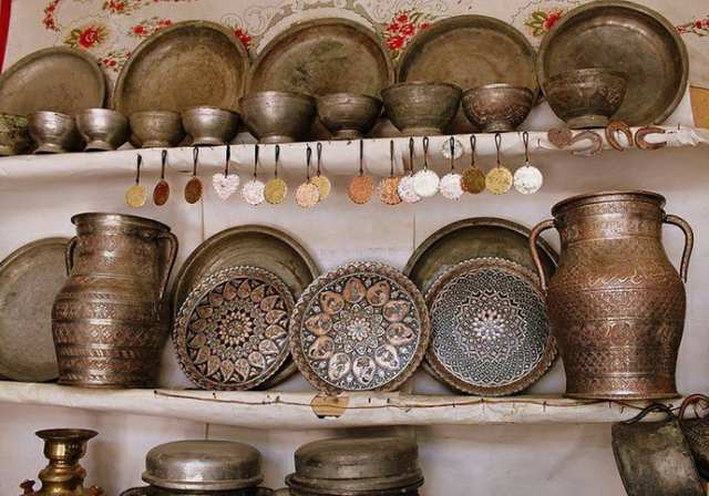 ظروف مسی یکی از سوغاتی های کشور آذربایجان