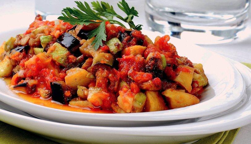 شاشوکا یک غذای محلی خانگی است در ترکیه
