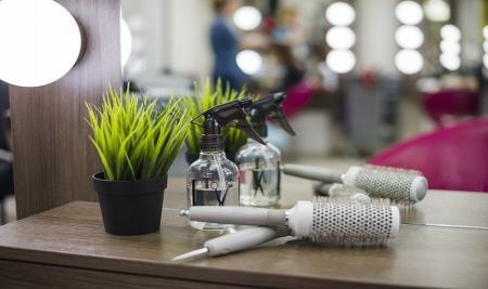 ۴۵ نکته مراقبتی برای آرایشگران و مراجعه کنندگان به آرایشگاه