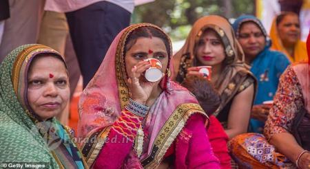 نوشیدنی عجیب هندی ها برای رهایی از کرونا