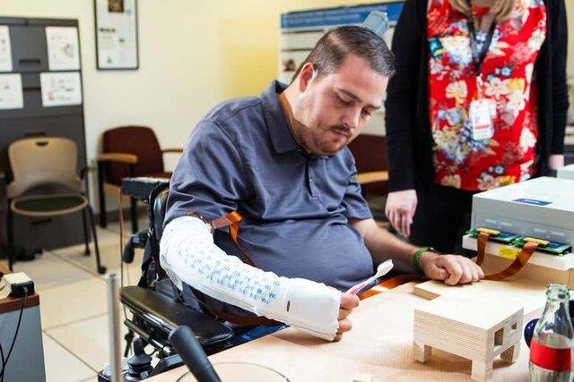 بازگشت توانایی حرکت و لامسه دست پس از آسیب نخاعی توسط ایمپلنت مغزی!+عکس