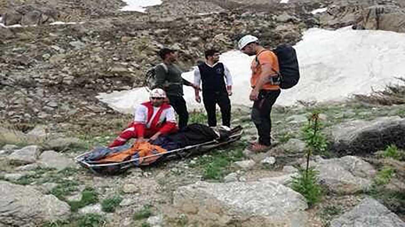 نجات گردشگر چهارمحالی از ارتفاعات کوه جهانبین از مرگ حتمی + عکس