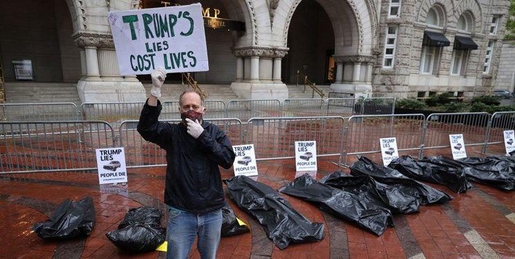 کیسههای اجساد قربانیان کرونا در مقابل هتل ترامپ +فیلم