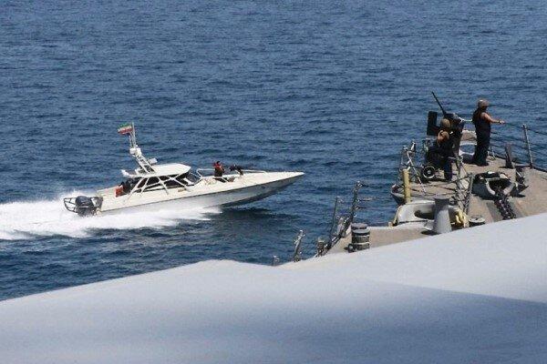 شناورهای ایران به ناوهای جنگی آمریکا نزدیک شدند