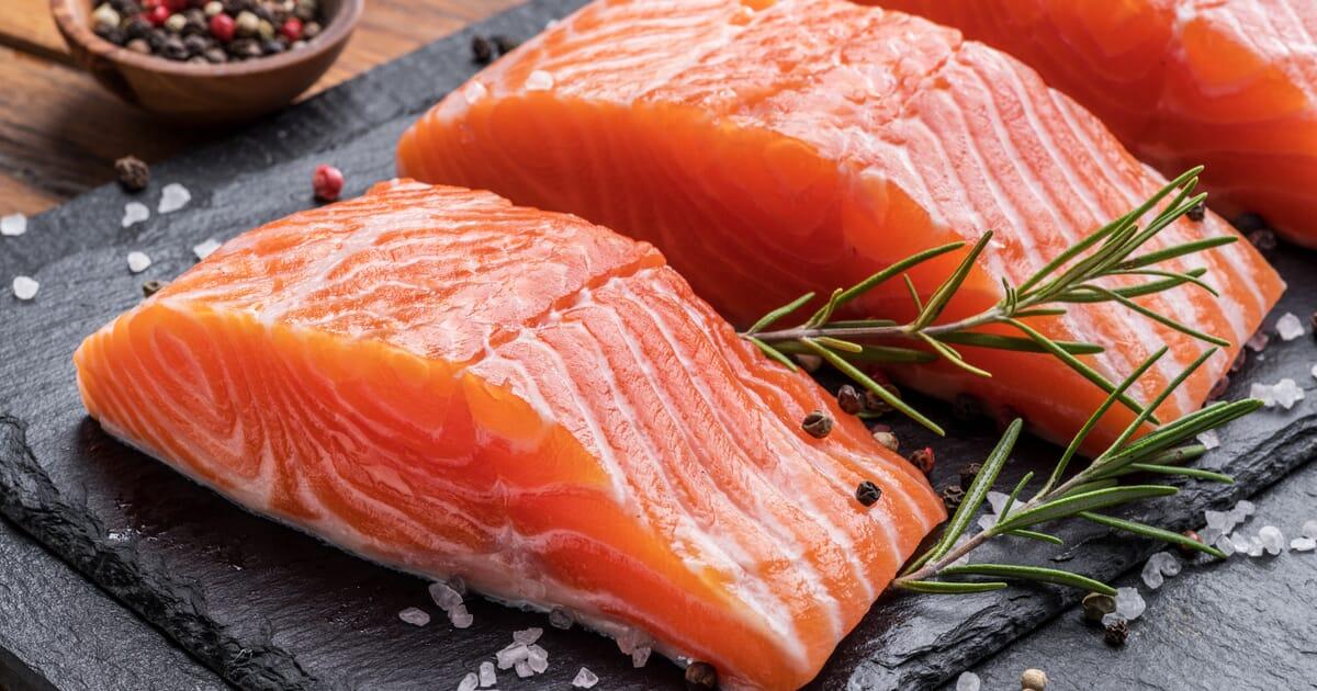 رشد قد/سالمون یک ماهی چرب و سرشار از اسیدهای چرب امگا-۳ است.