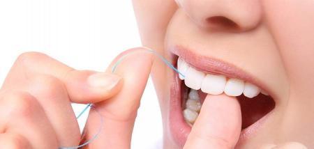 روش درست استفاده از نخ دندان