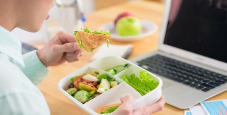 در روزهای شیوع کرونا با این اصول در محل کارتان غذا بخورید