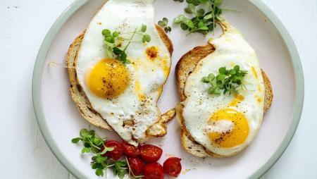 آیا کلسترول موجود در تخم مرغ برای سلامتی مضر است؟