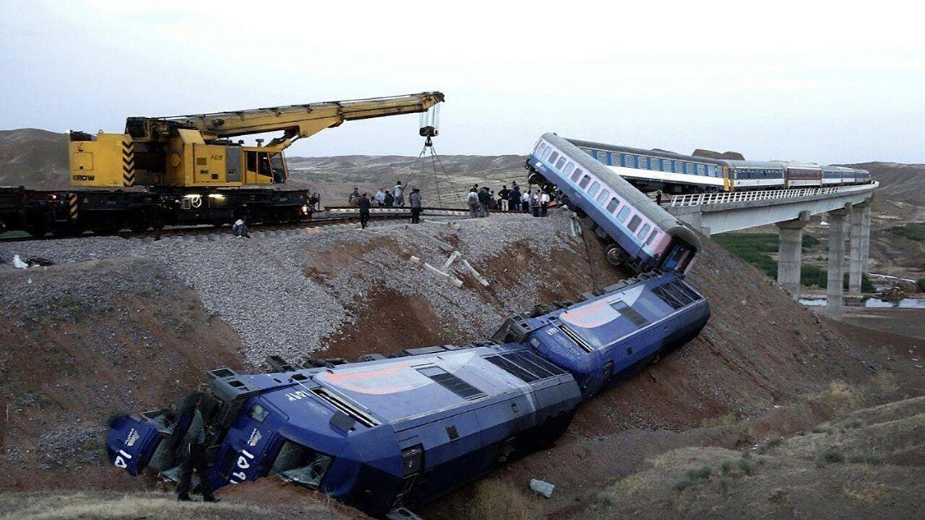 کشته نشدن مسافران حادثه قطار همدان مشهد یک غیرممکن بود / مسئولان شانس آوردند + فیلم