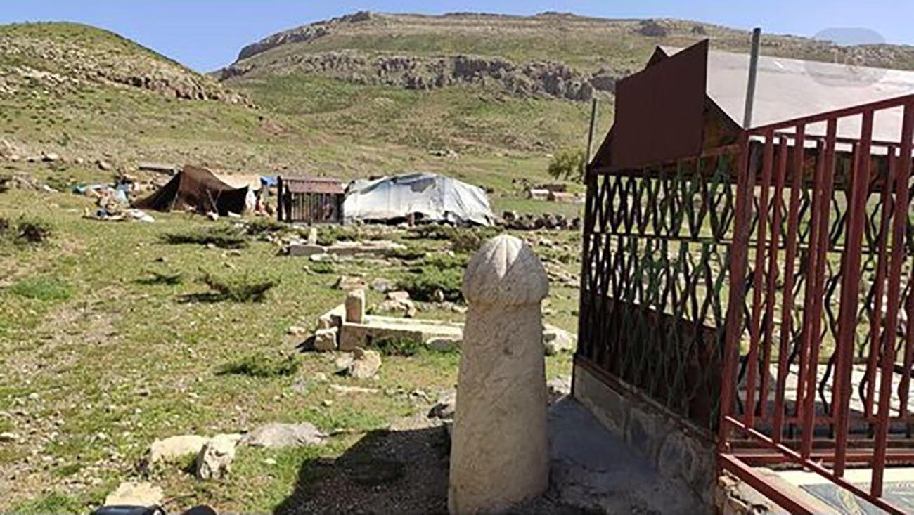 کشف نخستین کتیبه میدان چوگان ایران در لرستان + عکس