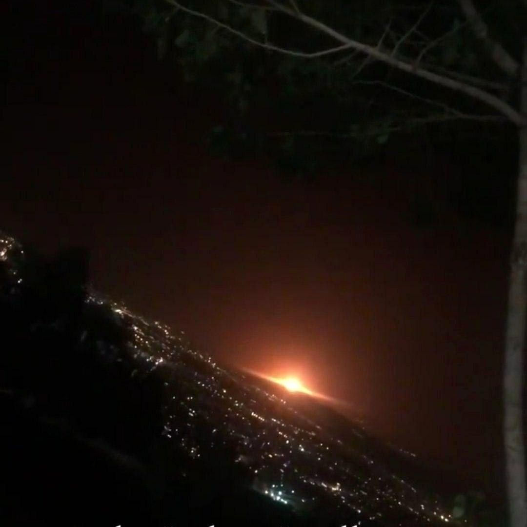 مشاهده نور عجیب یک انفجار در شرق تهران / همه جا نارنجی شد + فیلم