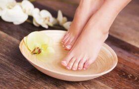 بهترین اسکرابهای خانگی برای لایهبرداری از پوست پا