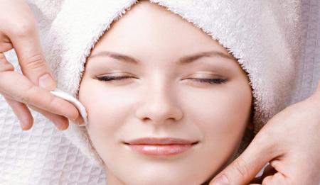 دوران شیوع کرونا در خانه بمانید و پوست خود را پاکسازی کنید