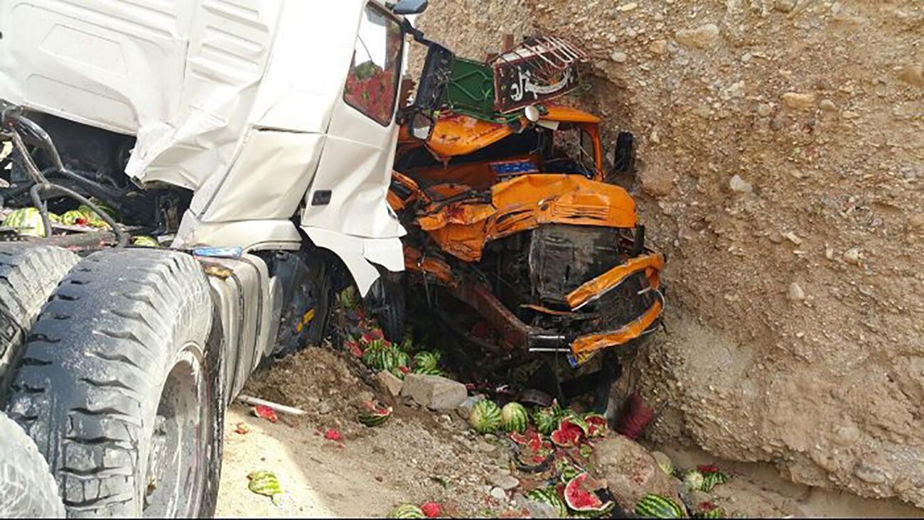 تصادف ۲ کامیون در  محور سرایان-بیرجند