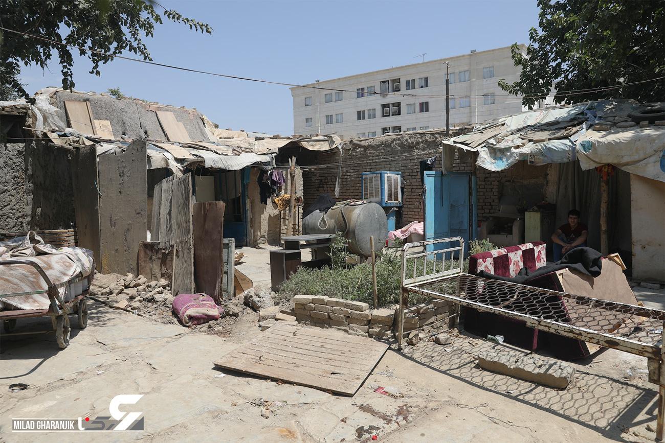 توقف بولدوزرها در آستانه آوار خانه ۱۱ خانواده فقیر چهاردانگه  / با دستور شهردار و نماینده مجلس صورت گرفت  + فیلم