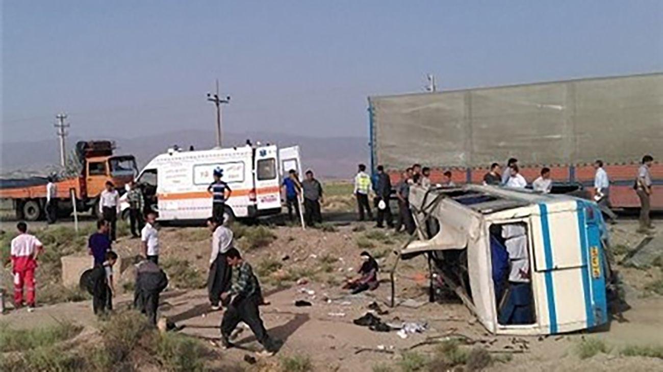 واژگونی خونین مینی بوس در مهریز / ۱۰ نفر روانه بیمارستان شدند