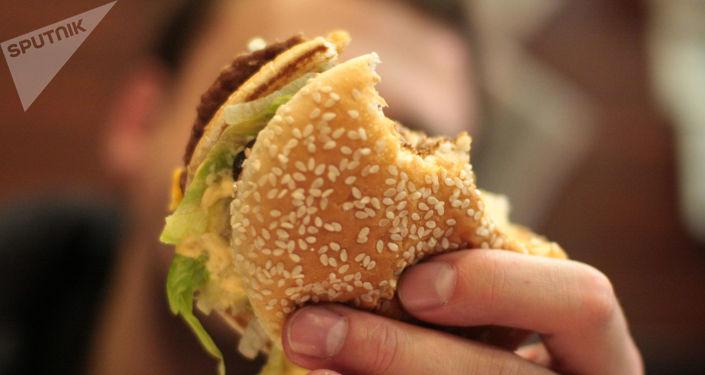 نابودی مغز شما با این خوراکیها