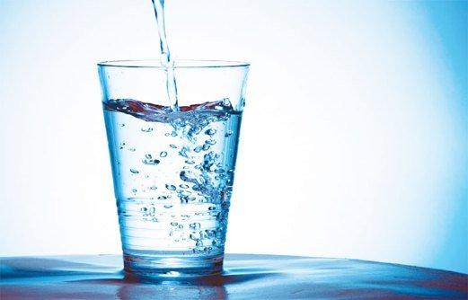 نوشیدن چند لیوان آب پشت سر هم