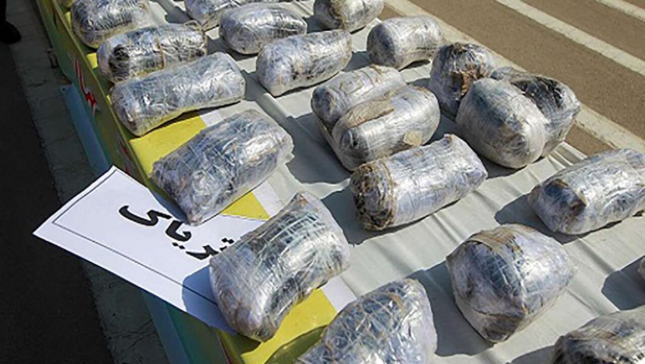قاچاقچی مواد مخدر روانه زندان شد / توقیف وانت بار حامل مخدر در داراب