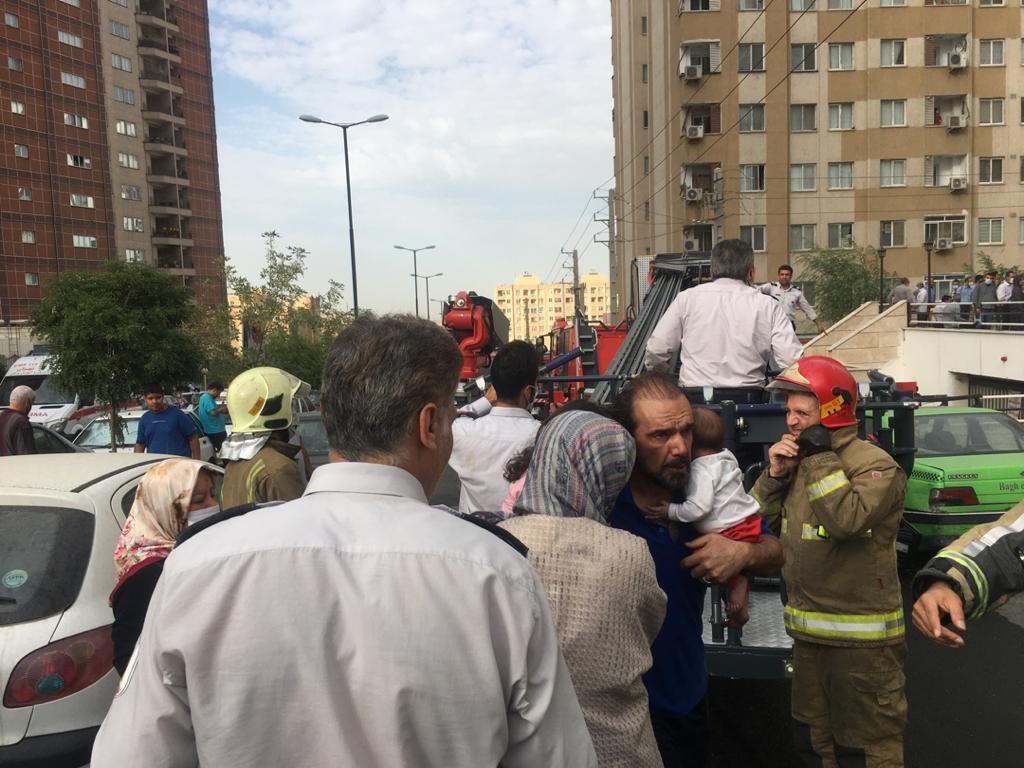 آتش سوزی در یک مجتمع مسکونی واقع در بزرگراه شهید بابایی