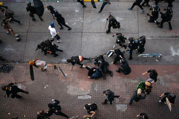 لباس شخصیها در بین معترضان آمریکایی