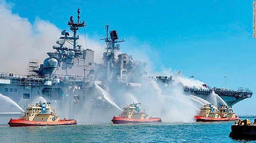آتشسوزی در کشتی جنگی میلیارد دلاری آمریکا  | آتشسوزی در کشتی جنگی میلیارد دلاری آمریکا خاموش شد