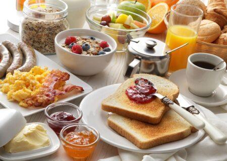 5 خوراکی ناسالم و غیر مغذی که نباید آن را در صبحانه خورد