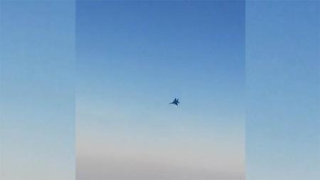 لحظه تعرض جنگنده متخاصم به هواپیمای مسافربری ماهان در آسمان سوریه + فیلم