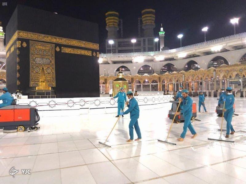 استفاده روزانه ۵۴ هزار لیتر مواد ضدعفونی کننده برای مسجد الحرام+ عکس