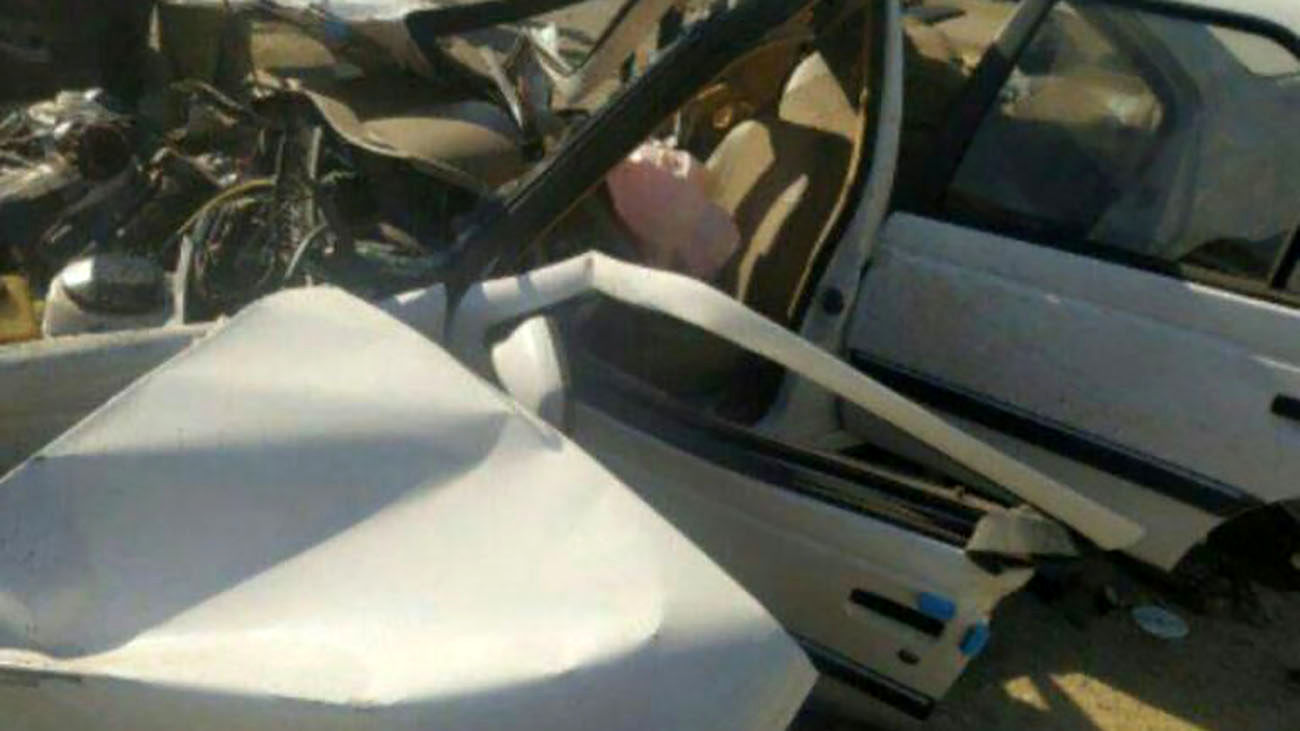 تصادف مرگبار پژو ۴۰۵ با کامیون در سنندج + عکس