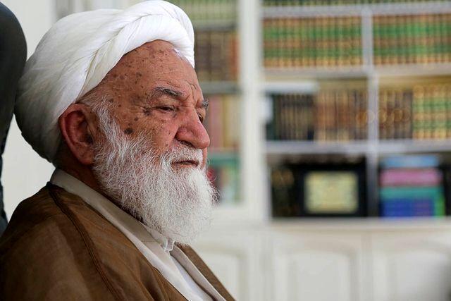 دست و پا زدن های بیهوده محمود احمدی نژاد /عضو جامعه مدرسین: احمدی نژاد در خانه بنشیند و راز و نیاز کند