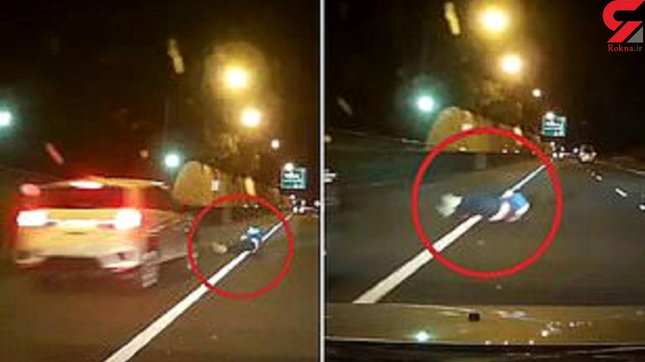 فیلم باور نکردنی / مهارت بالای راننده با دیدن مرد غلتان در وسط اتوبان! / استرالیا