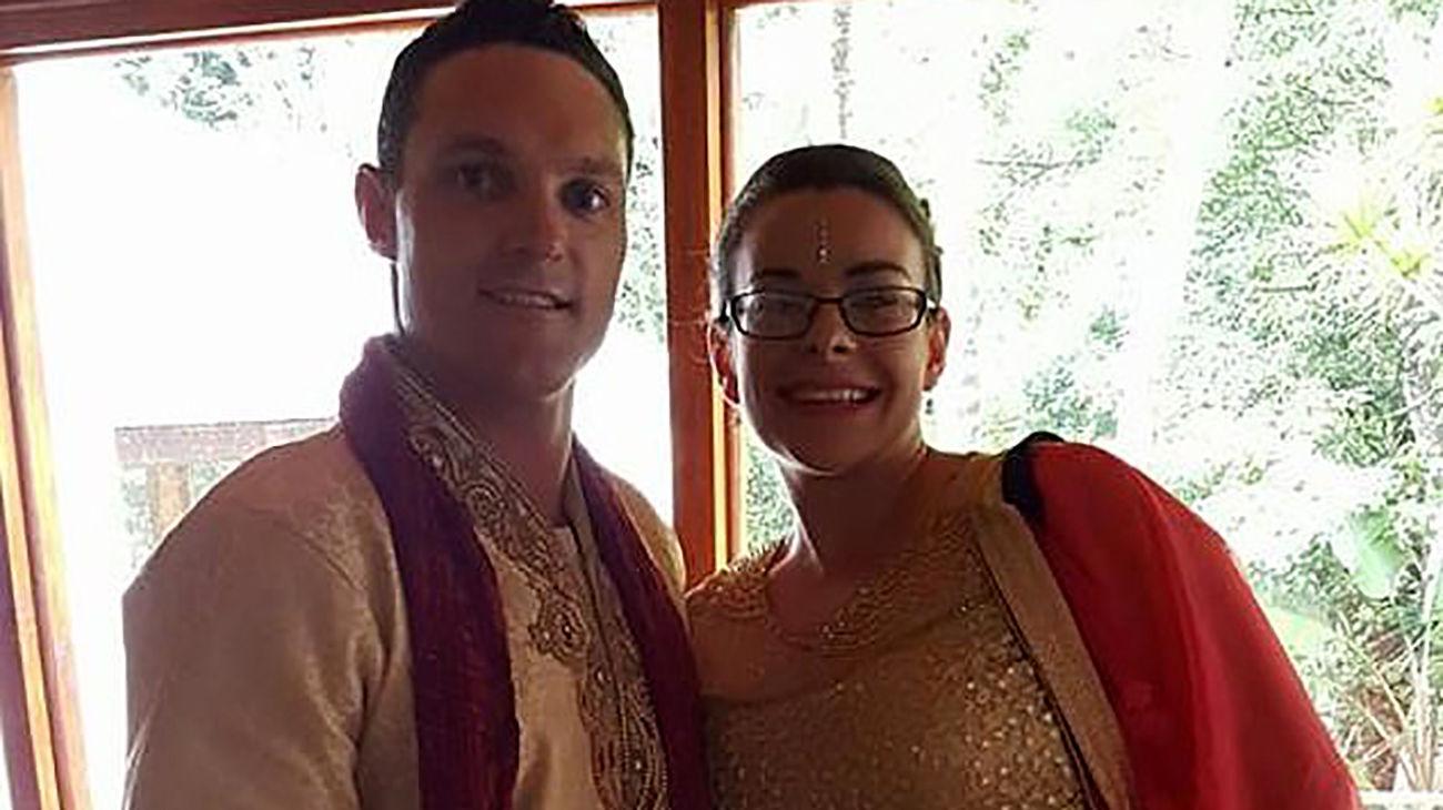 شوهر فداکار زنش را از دهان کوسه بیرون کشید + عکس / استرالیا