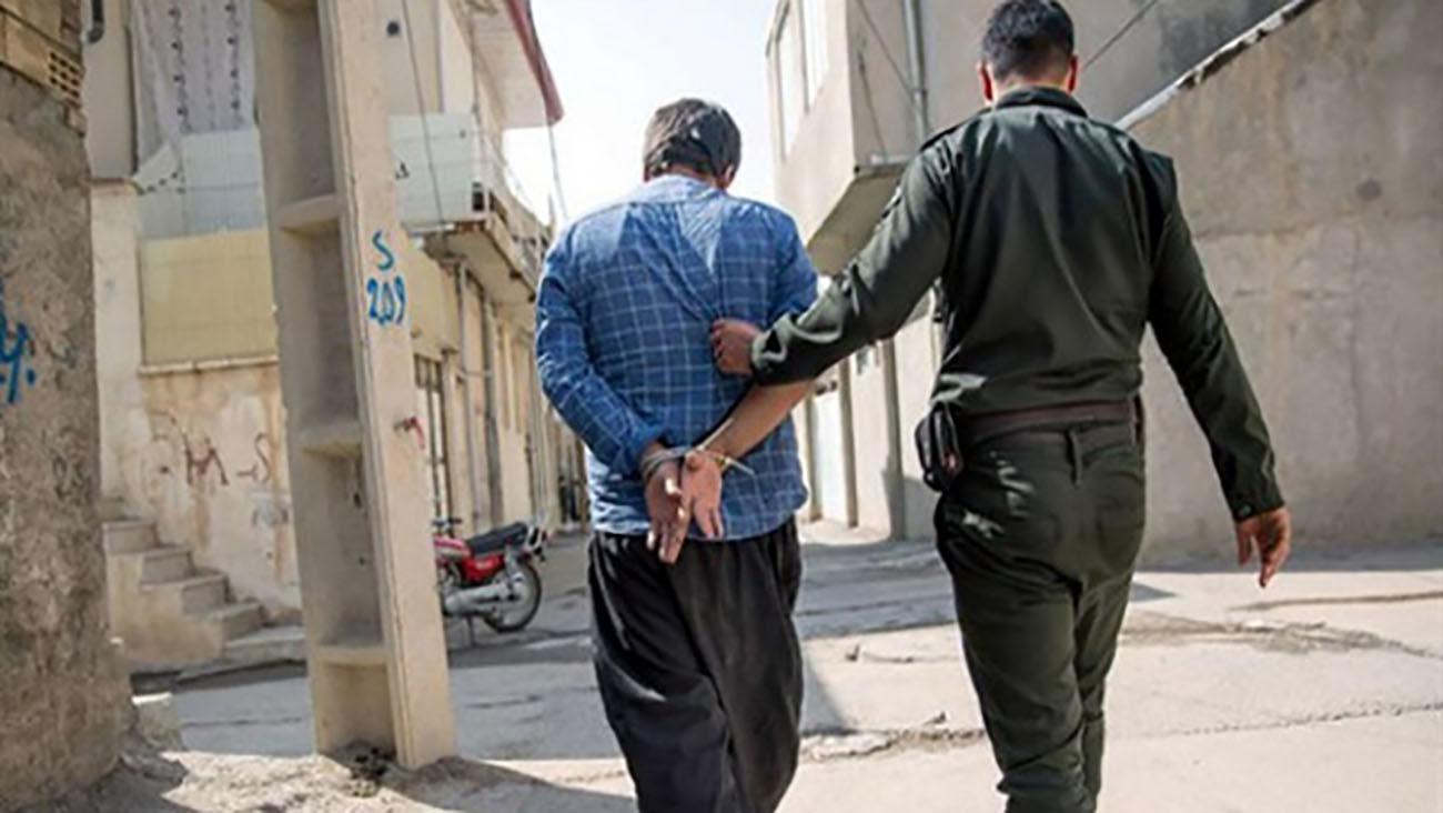 دستگیری مواد فروش محله تهران پارس / پلیس رد او را در مخفیگاهش زد