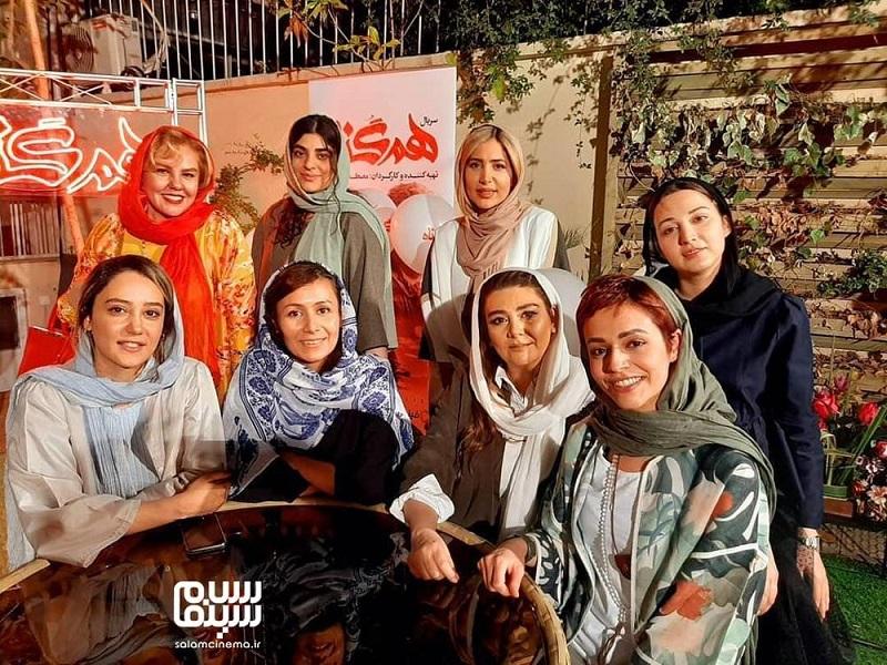 آیتک جاویدنژاد در جمع بازیگران زن سریال همگناه