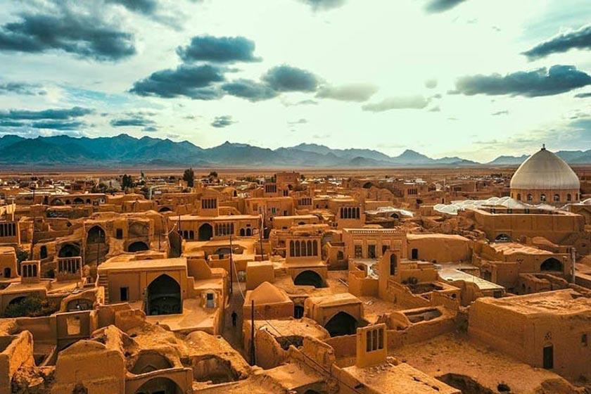 چرا شهر یزد، به حسینیه ایران معروف است؟