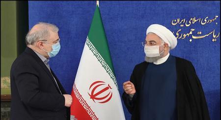 گفتگوی روحانی و وزیر بهداشت با رعایت نکات بهداشتی + عکس