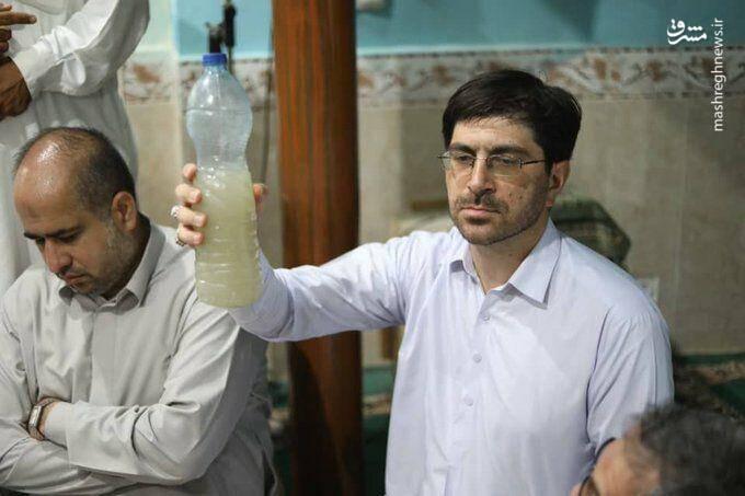 آب آشامیدنی مردم سیستان و بلوچستان در دستان نماینده مجلس + عکس
