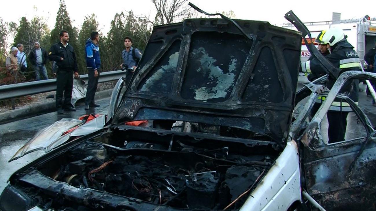پژو ۴۰۵ در  پمپ بنزین زاهدان در آتش جزغاله شد
