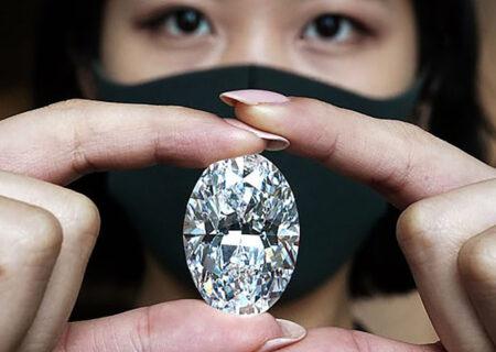 حراج الماس ۱۰۲ قیراطی به قیمت ۳۳ میلیون دلار + عکس