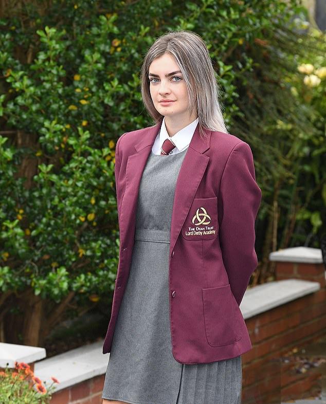 بحران مدل ابروی یک دختر در یک مدرسه در لیورپول