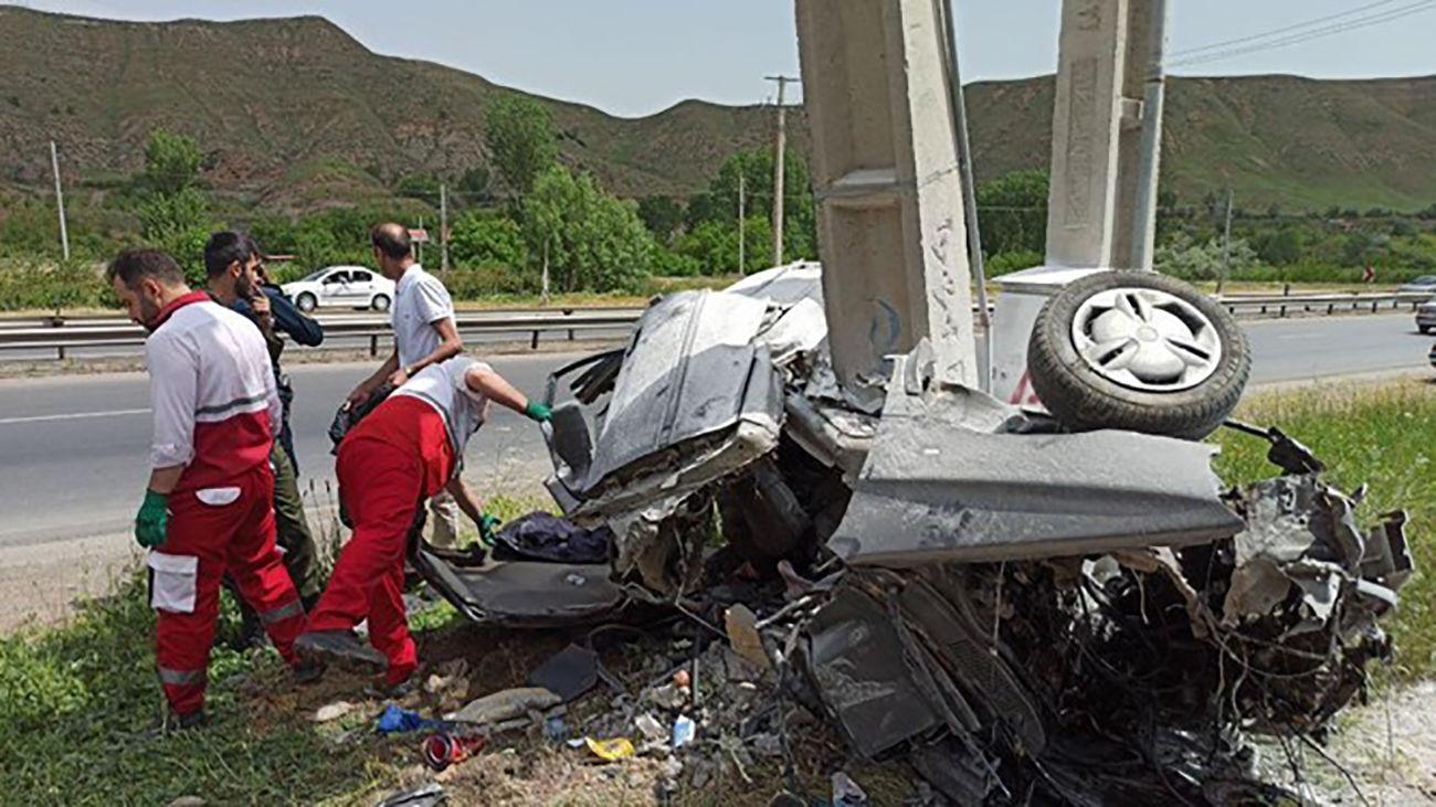 عکس هولناک از تصادف پژو پارس با تیر برق